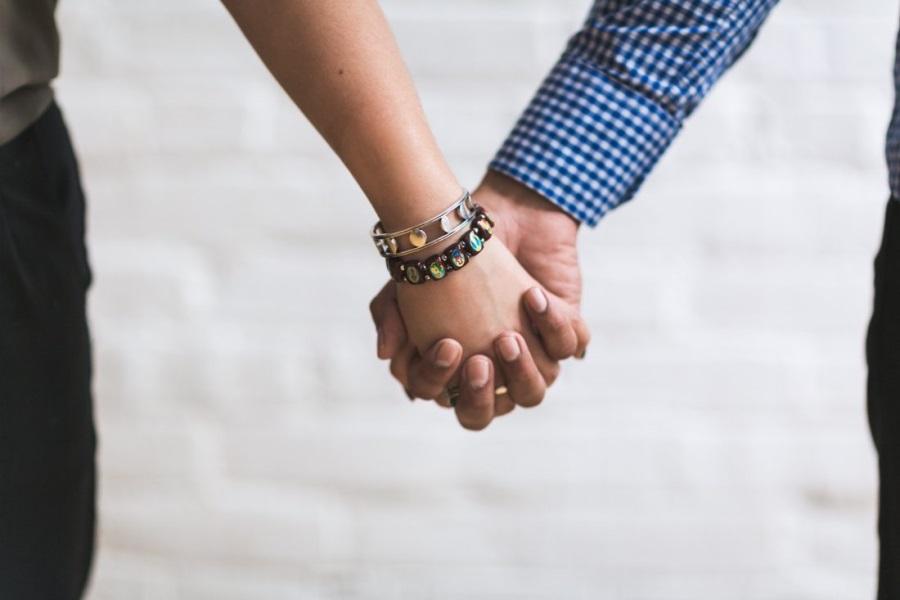 7 steps to Safe Online Dating.